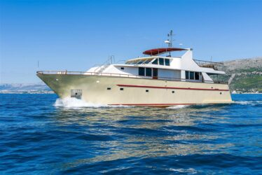 Custom Raised Pilothouse