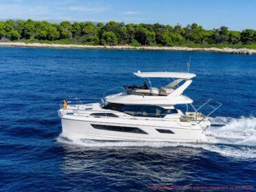 Aquila Yachts 44